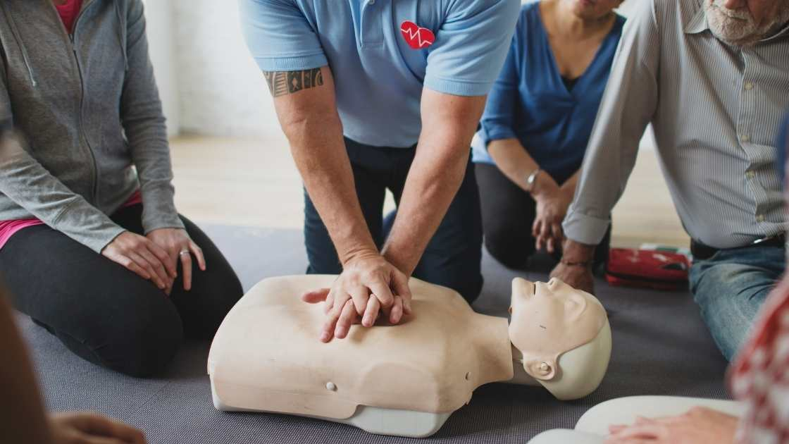 first aid to a dummy